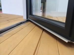 Niedrige Schwelle für Fenstertür